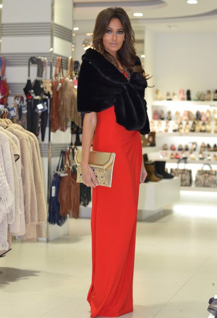 Long-Red-Dress-with-Black-Fur-Coat